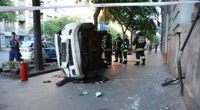 Durva baleset volt a Corvin negyednél - fotók