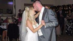 Megcsalták: neten adta el az esküvői ruhát, hogy fizethesse a válást