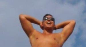 Aurelio pucér szerszámával hirdeti a csatorna a ValóVilágot - 18+ videó