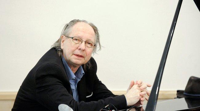 Balázs Fecó: Nem kell még temetni!