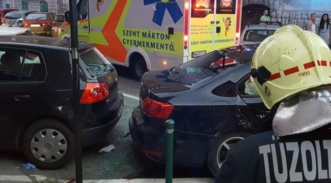 Kirepült a szélvédőn egy gyerek a XIII. kerületi balesetben