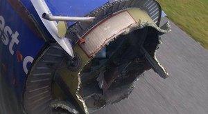 Hatalmas pánik a gépen: felrobbant a repülő hajtőműve