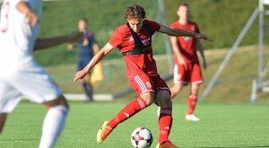 Apja nyomdokain jár a korábbi magyar válogatott focista fia