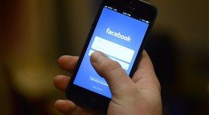 A Facebookon szimatol utánunk a főnök