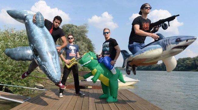 Baráti poénkodás tette híressé a zenekart - videó