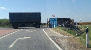 Újabb borzalom: kamion tört ripityára Szigetszentmiklósnál - fotók