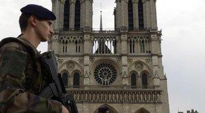 Pánik: gázpalackokkal teli gépkocsit találtak Párizsban