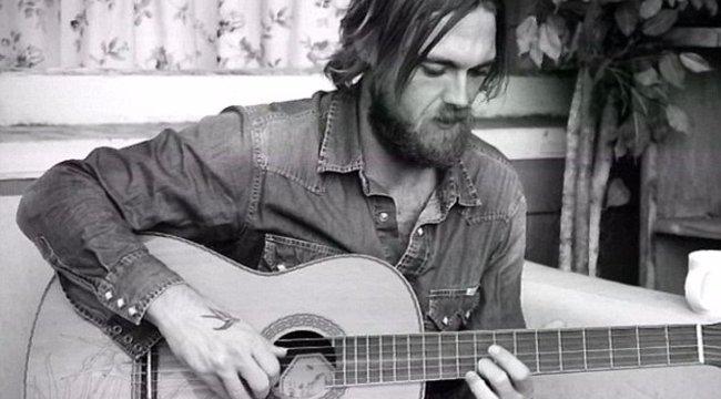 Fél füllel született, zenész lett