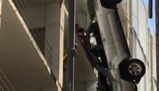 Brutális: a parkolóház kilencedik emeletéről hajtott ki az autós