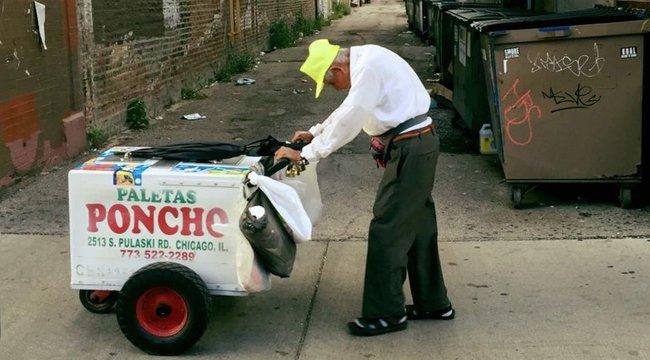 Megható! Óriási segítséget kapott a 89 éves, hajlott hátú fagyiárus