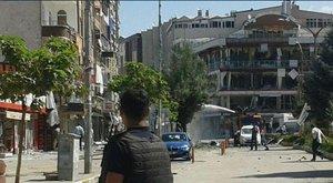 Pokolgép robbant a kormánypárt egyik kelet-törökországi székháza előtt, sok a sebesült