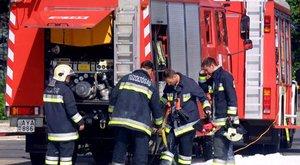 Füstölgő étel miatt 800 embert kellett kimenekíteni Józsefvárosban