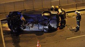 Rommá tört egy autó az M3-as bevezetőn