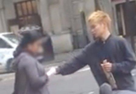 Így lopnak telefont - videó