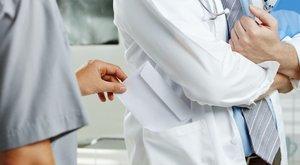 Háromszázezret kért az ingyenes műtétért a doktor