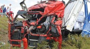 Súlyos baleset! Árokba borult egy kamion az M0-sról a 4-esre vezető lehajtón