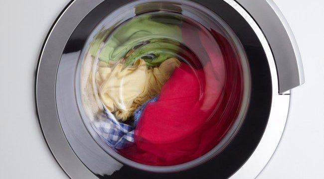 Hupsz! Félmeztelen szelfit rejtett a mosógép