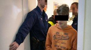 96 késszúrás: 14 éves barátnője kérte, döfjön az anyába