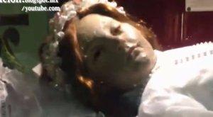 300 évvel a halála után kinyitott a szemét