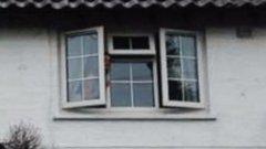 Halott anyja bámulta az ablakon keresztül