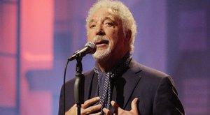 Énekléssel gyógyul Tom Jones