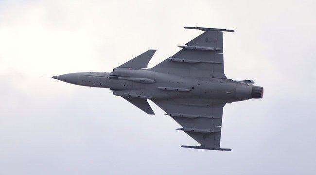 Baj volt a Gripennel, Debrecenben kényszerleszállást hajtott végre