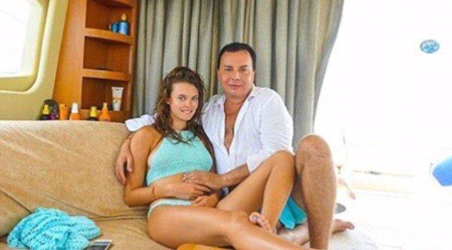 Van jobb parti Vajnánál: 304 millióért vett kocsit 18 éves feleségének az orosz férfi