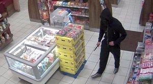 Beperelte a rendőrséget a fegyveres rabló, mert a heréjét szétlőtték