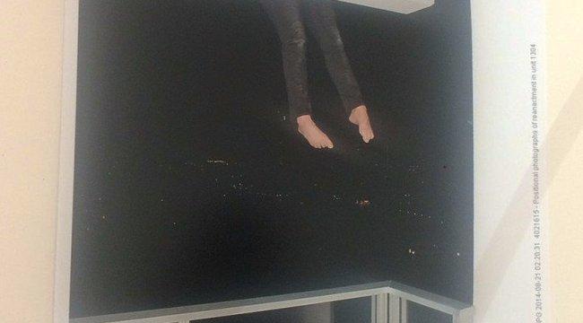 Annyira félt, hogy kimászott egy14. emeleti erkélyre