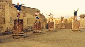 Magyarok randalíroztak az ókori romvárosban, Pompejiben