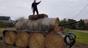 Szalmabálából lett tank Kesztölcön – fotóval