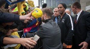 Kiakadtak a rajongók: gyors haknitcsapott Ronaldinho Budapesten