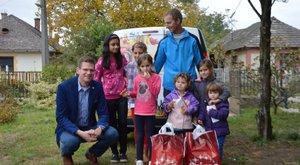 Adománnyal segített a CBA a 6 gyerekes csonka családon (x)