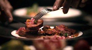Szaunában szexeltek a nővel, mielőtt feldarabolták és felszolgálták húsát a vendégeknek
