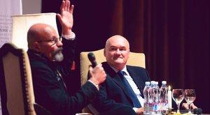 Még ilyet: műsorvezető lett Hende Csaba
