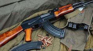 Fegyverropogás a plázában: kalasnyikovokkal raboltak