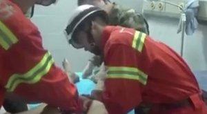 Durva baleset: fűrésszel kellett levágni a férfi szerszámáról a szexjátékszert - videó