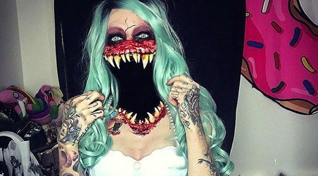 Véresszájú zombi lett a csinos sminkesből - elképesztő fotók