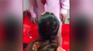 Szájjal szerette férjét az esküvőn, a gyerekek előtt