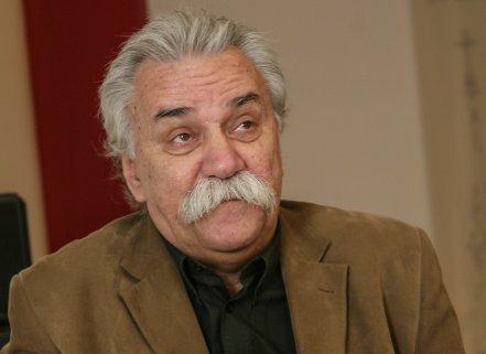 Schuster Lóri a Kádár-érában mutatott példát