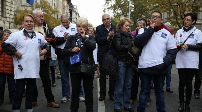 Kirúghatják, mert Bokros Lajossal tüntetett?