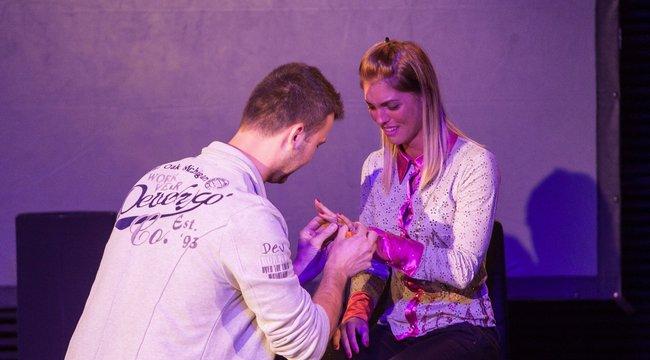 Bűvészien kérték meg Dia kezét