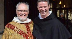 Elfordult a sztárságtól, katolikus pap lett a focista