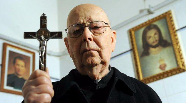 Hetvenezer lelket mentett meg a Vatikán ördögűzője