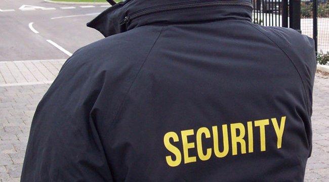 Hajléktalant alázott meg egy székesfehérvári biztonsági őr, kirúgták