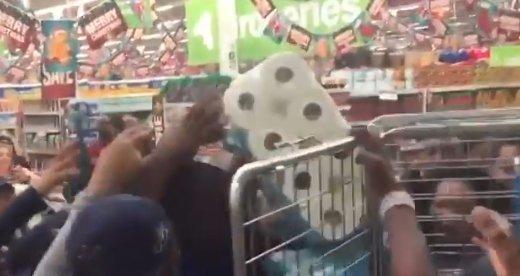 Black Friday: vécépapír miatt tört ki a káosz - videó