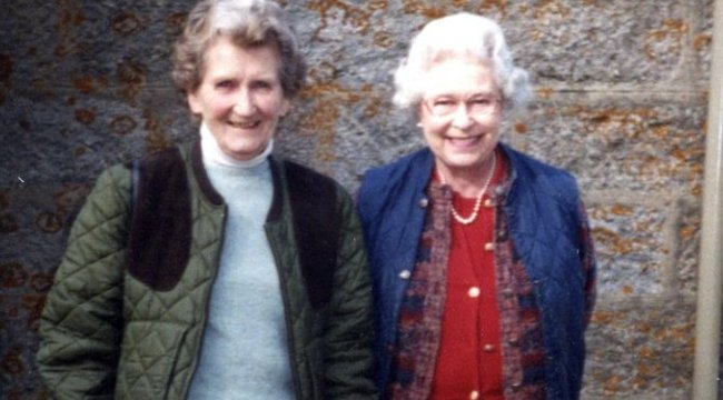 Legjobb barátját gyászolja II. Erzsébet
