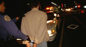 Rendőröknek kínált szexet Róbert