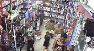 Ilyen, amikor egy nő hét gyermekével megy lopni a boltba