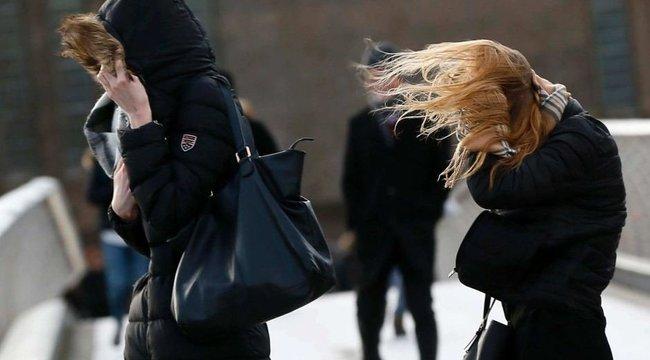 Riasztás: tombol az országban a viharos szél